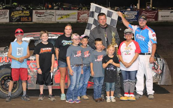 Van Engen Tops Field of 36 B-mods