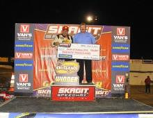 20,000 Reasons to Smile: Steve Kinser Wins Finale at Skagit Speedway to Move to Within Just 6 Points of Joey Saldana