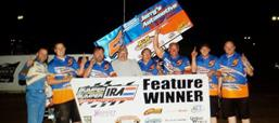 JEREMY SCHULTZ TOPS BUMPER TO BUMPER IRA OUT SPRINTS IN WILMOT THRILLER!