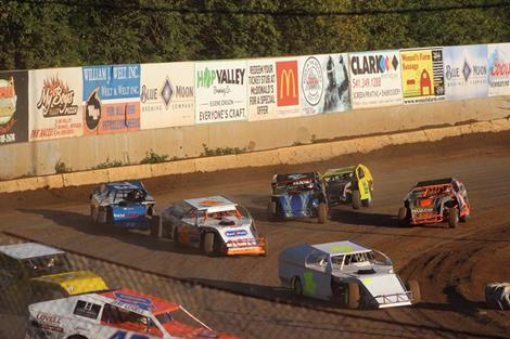 Non Sanctioned Modified Race On Final Night Of Racing At